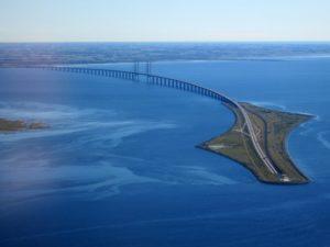 oresund_bridge_from_the_air_in_september_2015