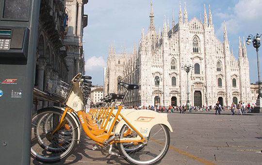 1024px-bikemi_milano_piazzaduomo